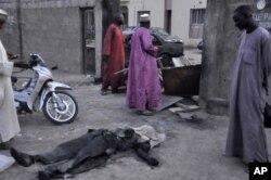 Le corps d'un policier tué dans l'un des attentats
