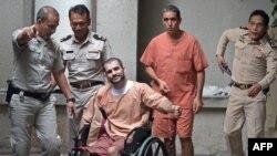 မွတ္တမ္းဓါတ္ပံု ၂၀၁၃ တုန္းက ဘန္ေကာက္ျပစ္မႈဆိုင္ရာတရားရံုးတြင္ေတြ႔ရေသာ Saeid Moradi၊ Mohammad Khazaei ႏွင့္ သက္ဆိုင္ရာ ရဲအရာရွိမ်ား