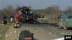 Autobus Niš ekspresa sa srpskim putnicima napadnut je u blizini Podujeva 16. februara 2001.