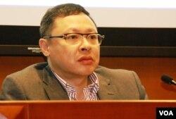 佔領中環運動發起人戴耀廷認為,當局越打壓,會令支持佔中的香港市民意志更堅定(美國之音湯惠芸)