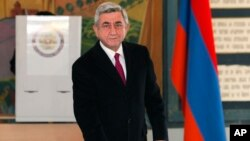 Armenian President Serge Sarkisian casts his ballot during presidential election in Yerevan, Armenia, Feb. 18, 2013.