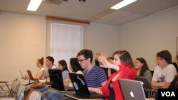 This Johns Hopkins University first-year biology class is run much like a graduate seminar at the school. Some techniques which make the class successful are being copied in large lecture classes. (R. Skirble/VOA)
