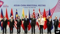 ASEAN and China foreign ministers pose for a photo ahead of the ASEAN-China Ministerial Meeting on the sidelines of the 51st ASEAN Foreign Ministers Meeting in Singapore, Aug. 2, 2018.