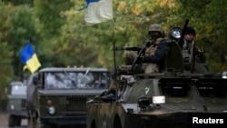 지난 16일 우크라이나 정부군이 동부 도시 크라마토르스크로 진입하고 있다. 러시아는 크림반도에 병력을 증강시키겠다고 밝혔다.