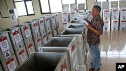 印尼选举工作人员正在为投票做准备。