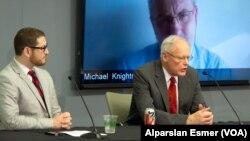 Emekli Büyükelçi James Jeffrey (sağda), Washington Enstitüsü'ndeki toplantıda Aaron Zelin'le