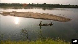 Nước sông Mekong đã xuống mức thấp nhất trong vòng 90 năm qua nên Thái Lan, Việt Nam và các nước Đông Nam Á khác rất cần nước.