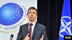 Sekretaris Jenderal NATO Anders Fogh Rasmussen sedang berbicara dalam konferensi NATO-Rusia di Brussel, 4 Desember 2010.