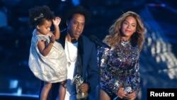 Jay-Z , Beyonce et leur fille Blue Ivy, Inglewood, Californie, le 24 août 2014. (REUTERS/Kevork Djansezian)