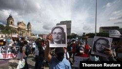 Miles de Guatemaltecos salieron este jueves a las calles para rechazar la destitución del fiscal especial contra la corrupción Juan Francisco Sandoval, acción que ha trastocado la relación con Washington. (Foto archivo)