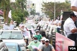 Caravana del candidato Luis Fernando Camacho.