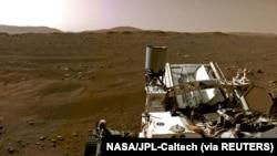 ویڈیو میں روور کے مریخ کی سرزمین پر اُترتے وقت سرخ دھول کو اٹھتے ہوئے بھی دیکھا جا سکتا ہے۔