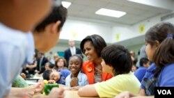 La primera dama de Estados Unidos no recibirá dinero por el libro, ya que las ganancias serán donadas a una organización de caridad.
