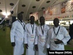 L'équipe du chef André Bayala, à Ouagadougou, Burkina Faso, le 2 avril 2017. (VOA/Issa Napon)