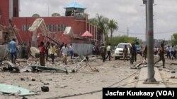 Hiện trường của vụ tấn công nhắm vào khách sạn ở Mogadishu, ngày 1/11/2015.