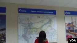 俄罗斯天然气工业公司的统一线路管网分布图。(美国之音白桦拍摄)