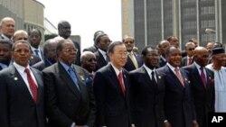 지난해 에티오피아 수도 아디스 아바바에서 개최된 아프리카연합(AU) 정상회담에 참석한 반기문(사진중앙) 유엔 사무총장(자료사진)