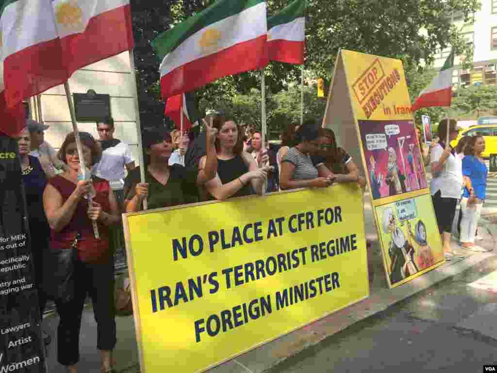 معترضان به سخنرانی وزیر خارجه ایران خواستار عدم دعوت او به این سخنرانی بودند.