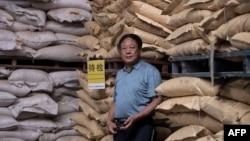 资料照:中国河北养猪农民孙大午在饲料仓库里 (2019年9月24日)