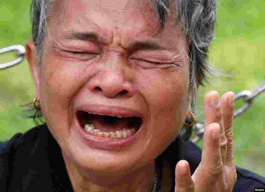 Chorando a perda do rei da Tailândia, Bhumibol Adulyadej, em Bangkok.
