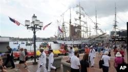 Kapal Perang Republik Indonesia (KRI) Dewaruci berada di Baltimore untuk mengikuti festival Star-Spangled Sailabration dari 13-19 Juni 2012.