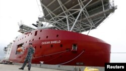 停泊在澳大利亞珀斯附近海軍基地的美國海軍脈衝信號定位儀 (2014年3月30日)