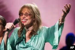 """Carly Simon performs at the world premiere of """"Clive Davis: The Soundtrack of Our Lives"""" during the 2017 Tribeca Film Festival, April 19, 2017, in New York."""