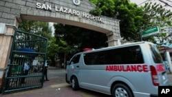 منیلا میں سین لازارو اسپتال میں ایک ایمبولینس داخل ہو رہی ہے۔ 2 فروری 2020