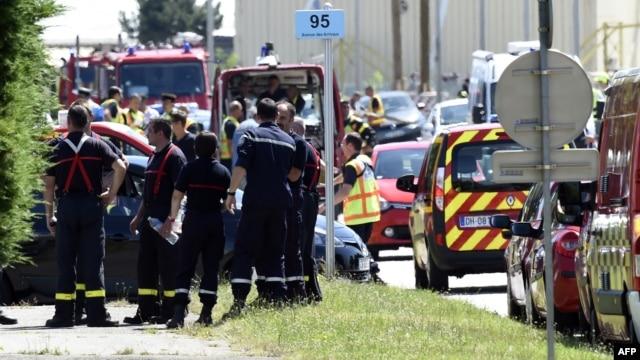 La policía francesa en la entrada de la compañía Air Products company en Saint-Quentin-Fallavier, cerca de Lyon, en el centro de Francia.