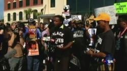 白人警察从背后开枪打死黑人被控谋杀