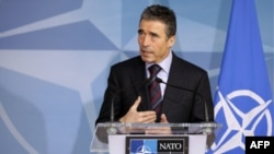 Tổng thư ký NATO Anders Fogh Rasmussen phát biểu trong một cuộc họp báo trước khi diễn ra hội nghị các ngoại trưởng NATO ở Brussels, ngày 7/12/2011.