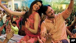 تصویری از فلم اراکشن که در سه ایالت هندوستان از نمایش باز مانده است.