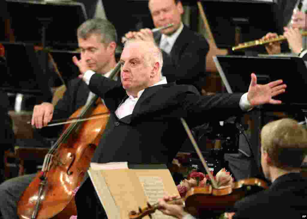 Argentine-born Maestro Daniel Barenboim, center, conducts the Vienna Philharmonic Orchestra during the traditional New Year's concert at the Golden Hall of the Musikverein in Vienna, Austria, Jan. 1, 2014.