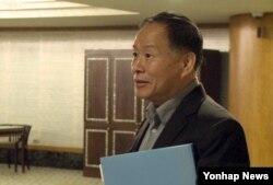 미국과 북한의 비공개접촉이 진행 중인 22일 말레이시아 쿠알라룸푸르의 한 호텔에서 취재진과 만난 북한 한성렬 외무성 부상.