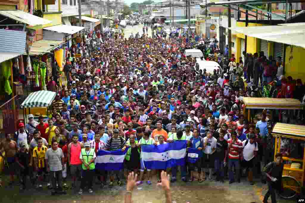 Migrants hold a demonstration demanding authorities to allow the rest of the group to cross, in Ciudad Hidalgo, Chiapas state, Mexico after crossing from Guatemala, Oct. 20, 2018. Thousands of migrants who forced their way through Guatemala's northwestern border and flooded onto a bridge leading to Mexico, where riot police battled them back, waited at the border in the hope of continuing their journey to the United States.