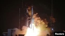 載著兩枚中國北斗-3衛星的運載火箭從西昌衛星發射基地升空(資料圖片)