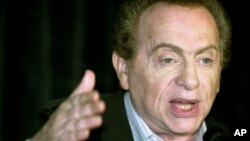 FILE- In this Aug. 28, 2002, photo, comic Jackie Mason addresses the media at a comedy club in Chicago.