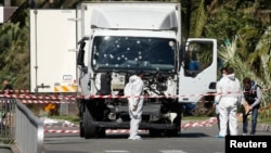 کامیونی که با عبور از روی مردم در شهر نیس در جنوب فرانسه، دست کم ۸۴ را نفر را کشت. راننده به ضرب گلوله ماموران پلیس کشته شد.