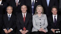"""""""Inson qadriga yetgan jamiyatgina taraqqiy etadi. Yaqin Sharqdagi qo'zg'olonlar hammaga o'git bo'lishi kerak"""", - deydi Amerika Davlat kotibasi Xillari Klinton"""