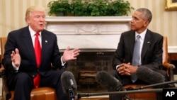 바락 오바마 미국 대통령(오른쪽)과 도널드 트럼프 미국 대통령 당선인이 지난 10일 백악관 집무실에서 만나 대화를 나누고 있다.