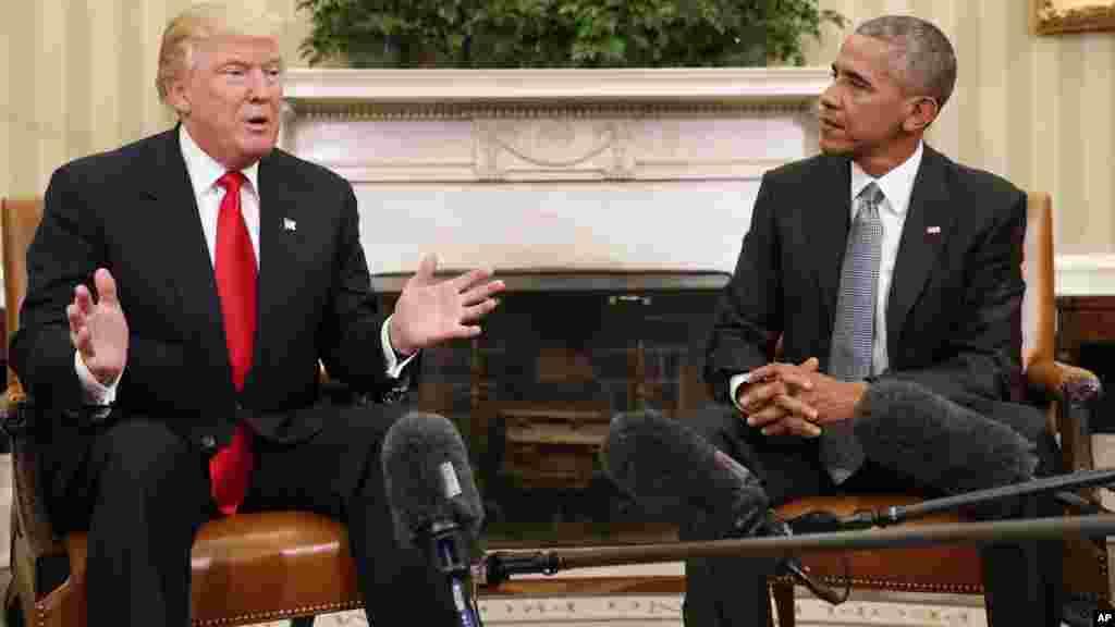 Barack Obama et Donald Trump s'entretiennent à la Maison Blanche, le 10 novembre 2016.