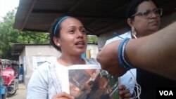 """Anielka Ortega, hermana José Luis Ortega, alias """"el Caite"""", uno de los presos político que fueron intoxicados. Photo: Daliana Ocaña - VOA."""