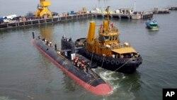 Tàu ngầm Scorpene tại xưởng đóng tàu hải quân ở Mumbai, Ấn Độ, ngày 29/10/2015.