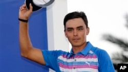 Rickie Fowler is introduced as The Players Championship golf tournament winner Sunday, May 10, 2015 (AP Photo/Lynne Sladky)