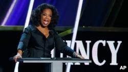 Oprah Winfrey asegura que las mujeres desamparadas están ansiosas de saber que sus vidas importan.