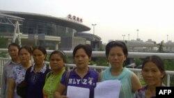 广西河池市天娥库区移民代表在北京南站