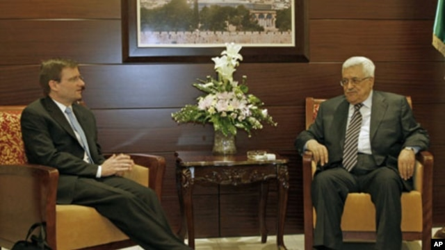 Palestinian President Mahmoud Abbas, right, with U.S. Mideast peace envoy David Hale in Ramallah, September 7, 2011.