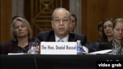 美國國務院亞太事務助理國務卿拉塞爾12月3日在參議院聽證會發言 (視頻截圖)
