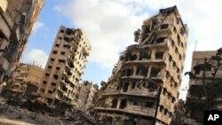 시리아 정부군 공격으로 파괴된 시리아 홈스시 외곽에 있는 건물들 (자료사진)
