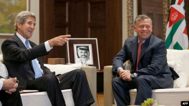U.S. Secretary of State John Kerry (L) meets with Jordan's King Abdullah in Amman, on May 22, 2013.